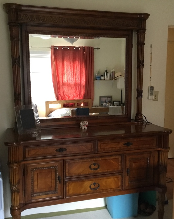Emoo Online Classifieds For Sale Solid Wood Dresser With Mirror