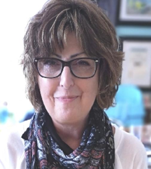 Lynda  HELLYER