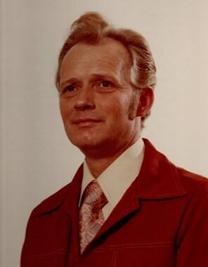 Bob Lowell Elmore