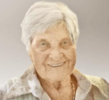 Julia  HOLOWKA